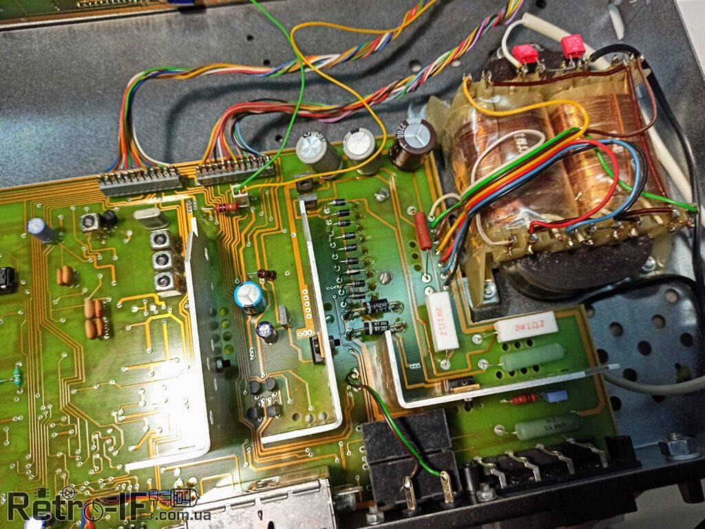 platy vnytri satelite lorta SAT TST 500 Radio RETRO IF 2020 004
